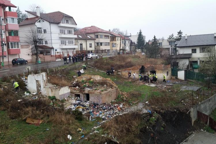 Familie de rromi, evacuată cu scandal la Cluj FOTO
