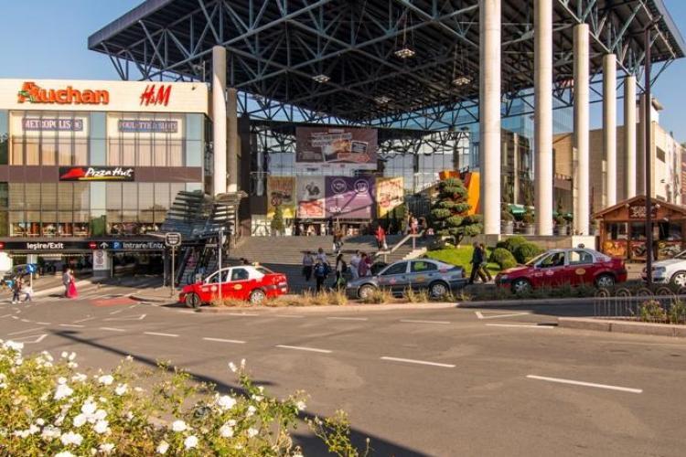 Sute de pensionari, ajutați de Iulius Mall Cluj în preajma sărbătorilor. Au primit cadouri pentru un Paște mai fericit (P)