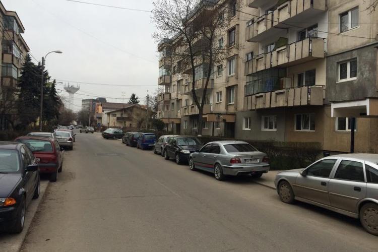 Clujenii de pe strada Rovine, amenințați că li se ridică mașinile. Cum comentați? - FOTO