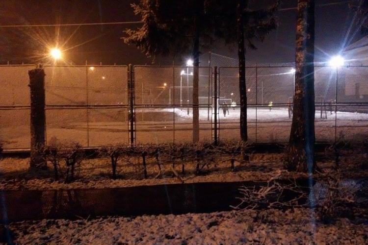 IARNA nu mai pleacă de la Cluj. Joi seara a nins ca în POVEȘTI - FOTO