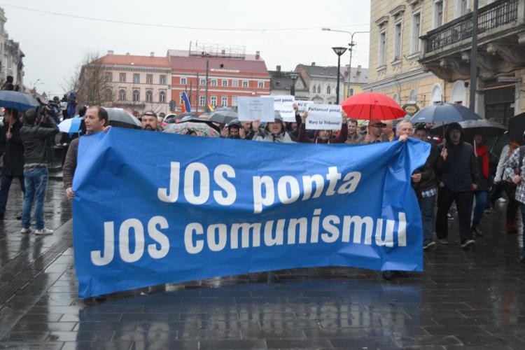 Protestul ANTI Șova de la Cluj s-a transformat în ANTI Ponta: Ponta nu uita o să mergi la DNA - VIDEO și FOTO