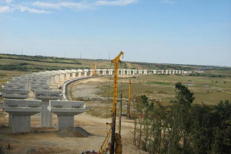 Spaniolii costruiesc 60 de km din Autostrada Transilvania! Constructorii români nu au forță