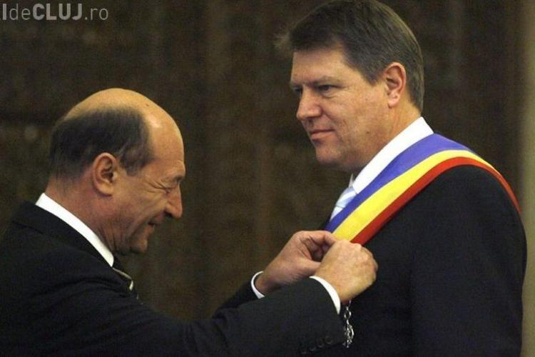 """Iohannis îl face pe Băsescu """"postac"""" pe Facebook. Replica fostului președinte este acidă"""