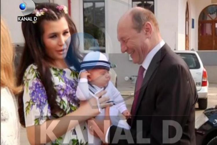 Elena Băsescu a purtat o rochie de 1000 de euro la botezul fiului ei - FOTO