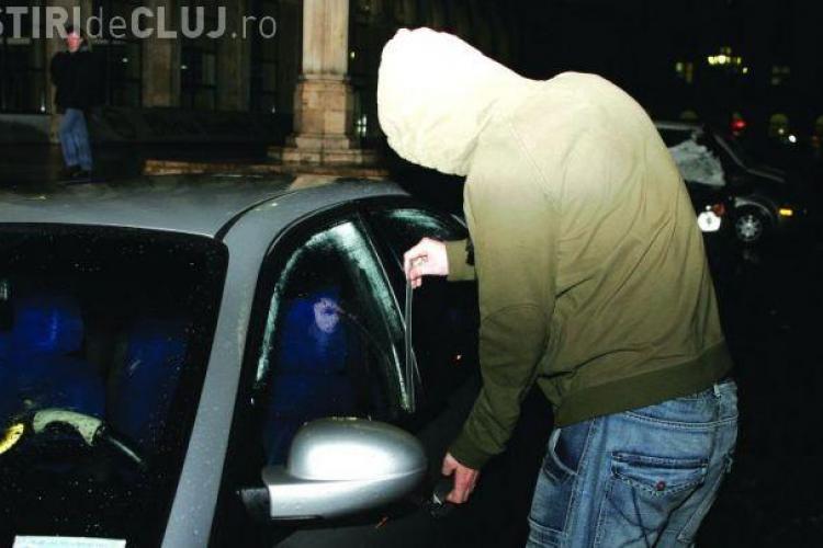 Hoț de mic, un puști de 14 ani a fost prins de polițiști după ce a spart o mașină în centrul Clujului