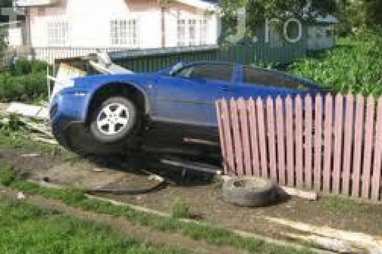 Clujean rănit grav în urma unui accident rutier. Șoferul era beat și s-a răsturnat cu mașina