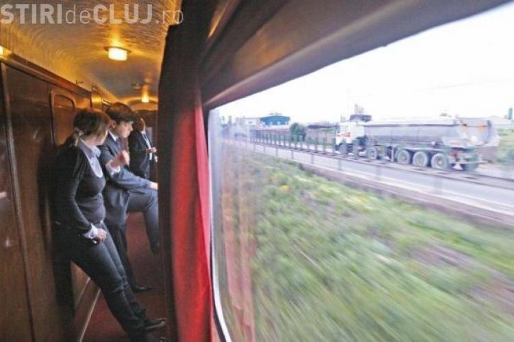 """Bărbat prins la furat în tren, la Cluj. S-a urcat într-un vagon și s-a """"servit"""" cu un laptop"""