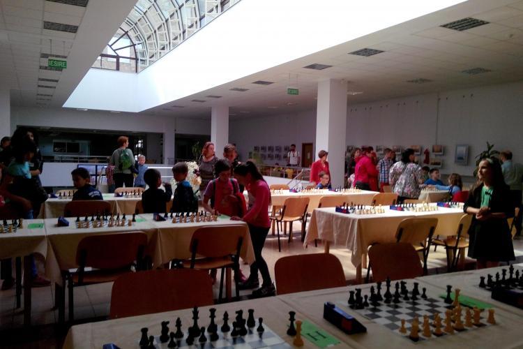 A început Cupa CORAL IMPEX la șah! Câștigătorii primesc premii de peste 2.000 de euro