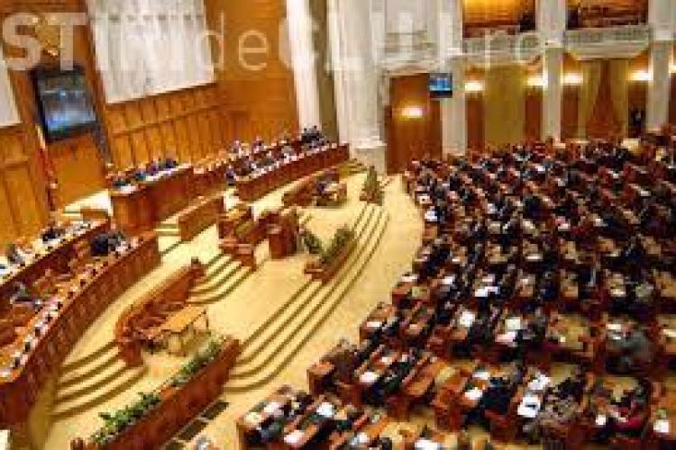 Un alt parlamentar se plânge că salariul este prea mic: Eu trebuie să îmi schimb în fiecare zi CĂMĂŞILE