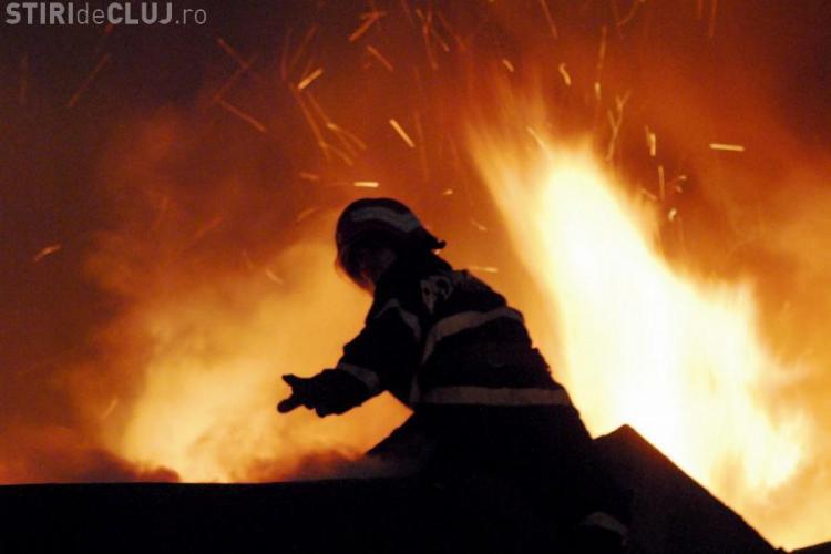 Incendiu la Cluj! Doi copii de un an și doi ani au ars într-un adăpost improvizat