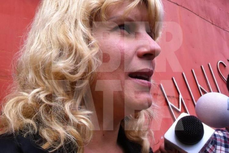 FOTO cu Elena Udrea când ieșea din AREST. Frumoasa blondă e de NERECUNOSCUT