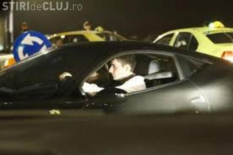 Fiul unui miliardar ardelean își parchează Ferrari-ul în parc. Beizadeaua a plătit pe loc amenda infimă - FOTO