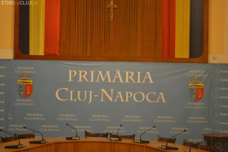 Primăria Cluj-Napoca s-a închis din cauza GREVEI GENERALE. Angajații citesc ziarele / UPDATE: Greva s-a terminat
