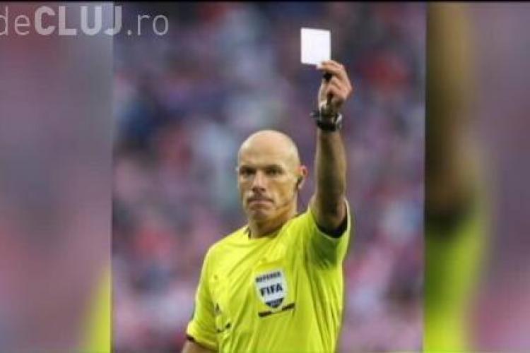 Un fotbalist român a luat primul cartonaș alb din istorie