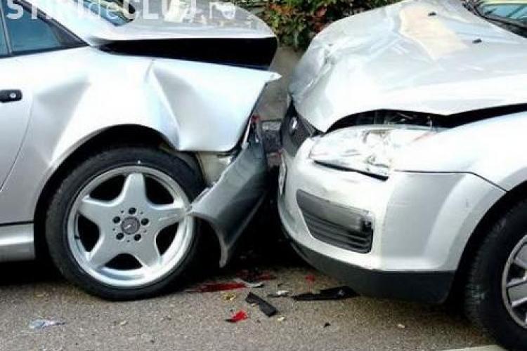 Accident cu două victime în Mănăștur! Un șofer beat la volan a lovit din plin un autoturism