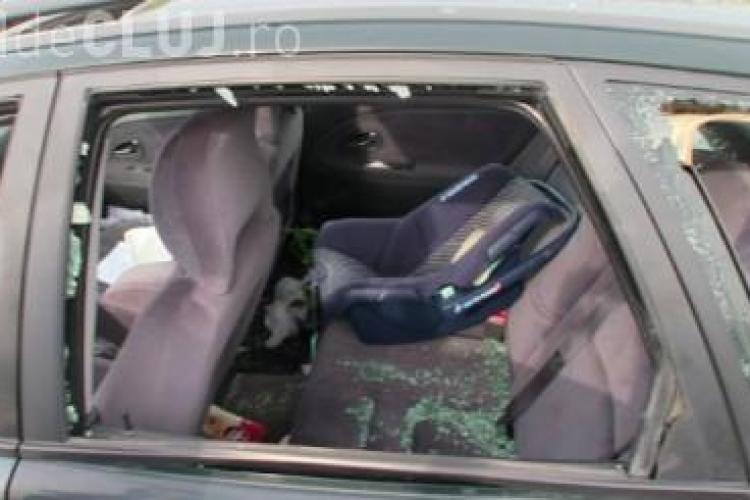 Momente de groază pentru o familie care trecea cu mașina prin Urișor! O femeie și doi copii au fost răniți VIDEO