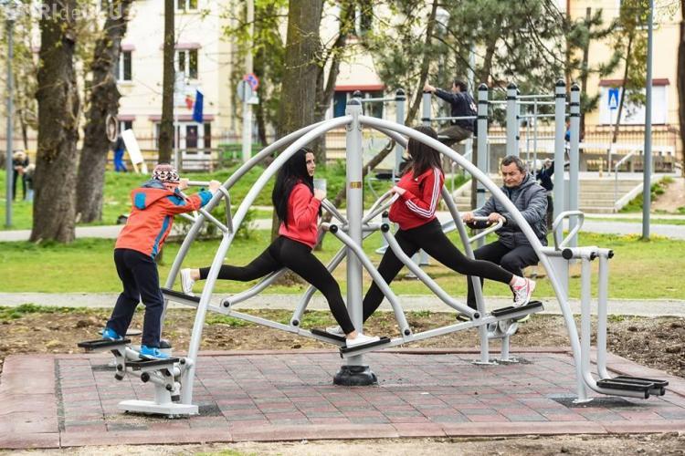 Noi aparate de fitness au fost montate în Parcul Central. Vezi cum arată FOTO