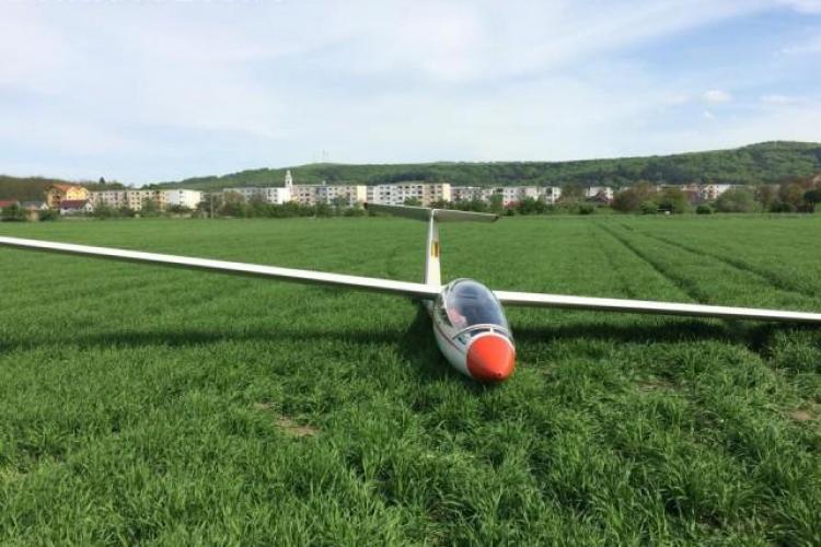 Aterizare forțată pe un câmp la ieșire din Gherla FOTO