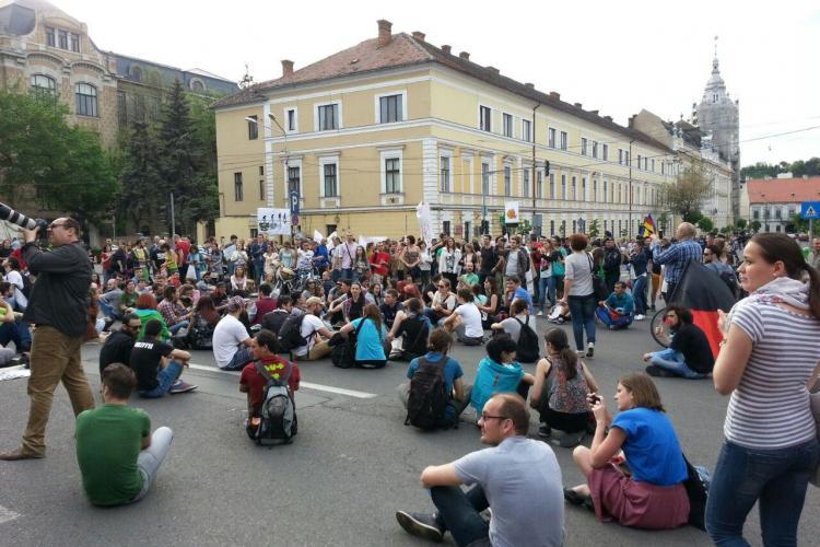Protest MASIV la Cluj pentru SALVAREA PĂDURILOR! Iohannis CRITICAT - FOTO și VIDEO