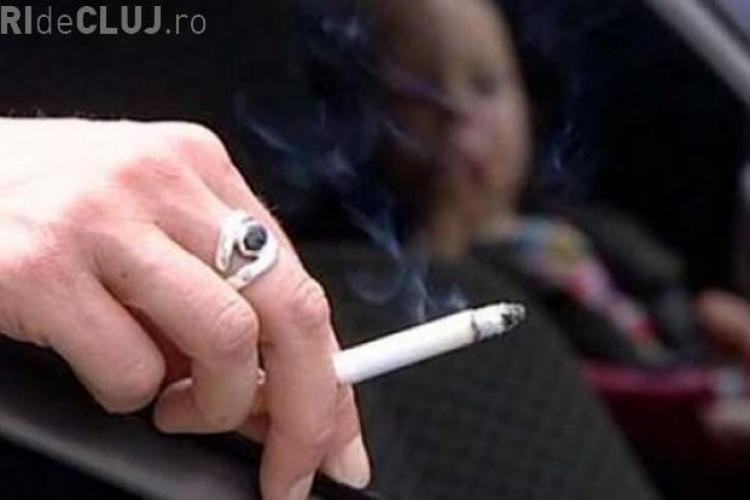 Ce amendă riscă șoferii care aruncă mucul de țigară și gunoaie pe geamul mașinii