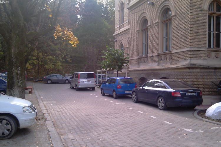 Doi autopsieri de la IML Cluj și-au angajat fiii cu șpagă de 20.000 de lei, tot la MORGĂ
