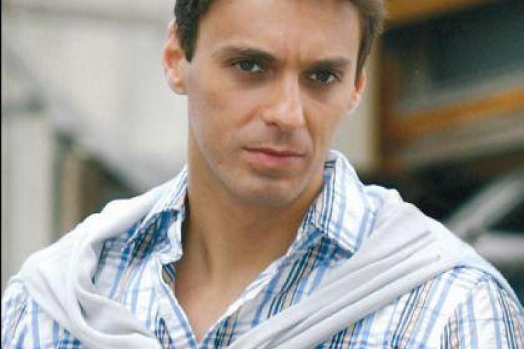 Mircea Badea, făcut praf de un celebru cântăreț și actor: Dacă faci spume la gură când îi injuri la televizor, s-ar putea să iei bătaie
