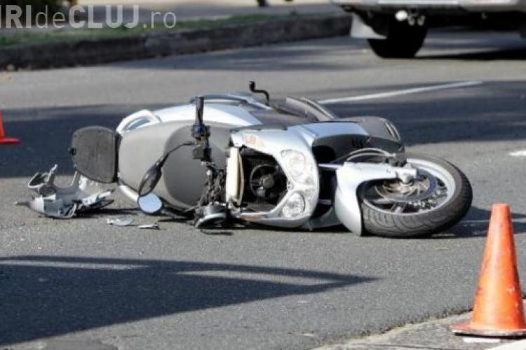Șofer beat la Cluj! S-a urcat beat pe scuter și a lovit un autoturism