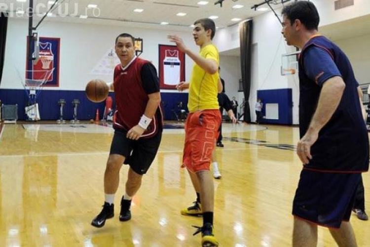 Victor Ponta s-a accidentat în timp ce juca baschet