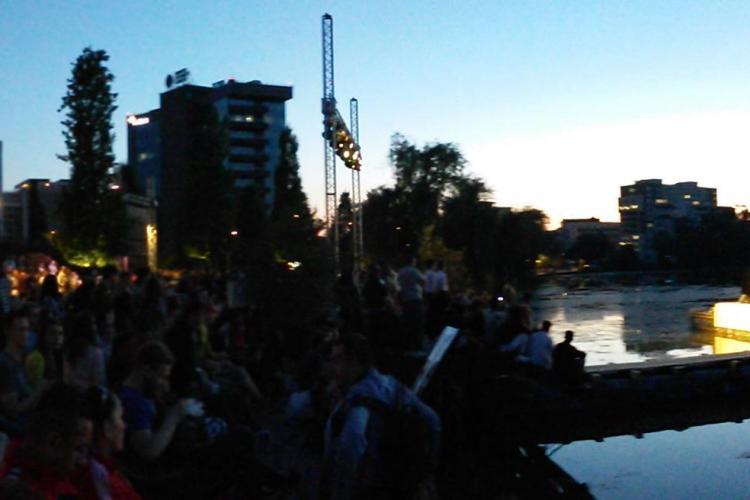 Concert MINUNAT pe lacul Gheorgheni. Cum a fost atmosfera la Teatrul plutitor de la Iulius Mall- VIDEO