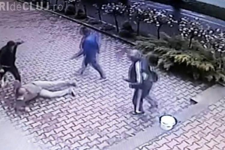 Un taximetrist a lovit un pieton, iar apoi a fost bătut cu BESTIALITATE - VIDEO