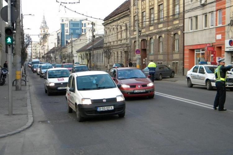 Strada Avram Iancu va fi finalizată până în august. Cât durează asfaltarea pe strada Moților