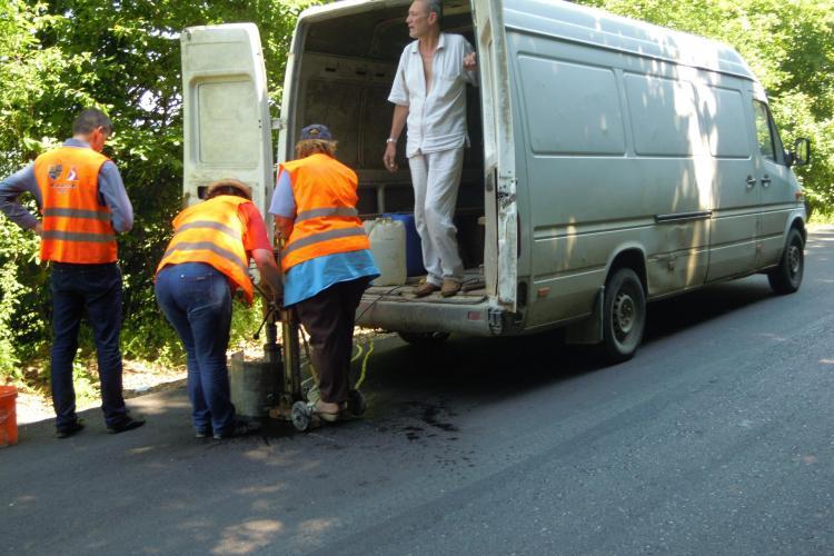 La Cluj s-a declarat RĂZBOI asfaltatorilor. Aleator se iau probe din drumul turnat - FOTO