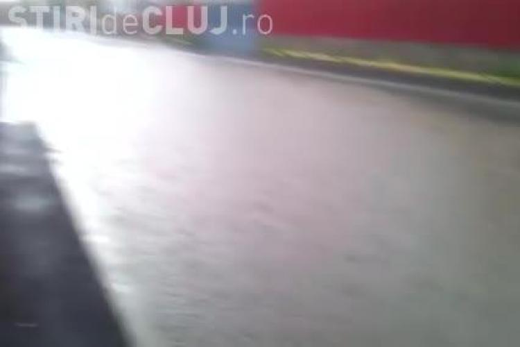 Case din Gilău, inundate după ploaie. Oamenii dau vina pe primarul Sfârlea - VIDEO