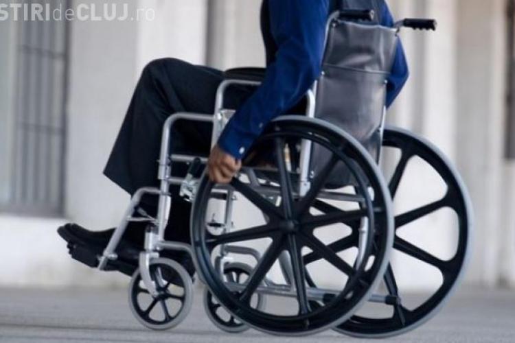 Probleme la Pașapoarte Cluj! Cum a fost TRATAT un om cu handicap. Coada a fost de 400 de persoane