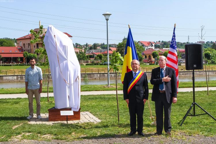 """Cluj: A fost dezvelit monumentul mascotei """"Nelson"""", donat de un oraș înfrățit din SUA - FOTO"""
