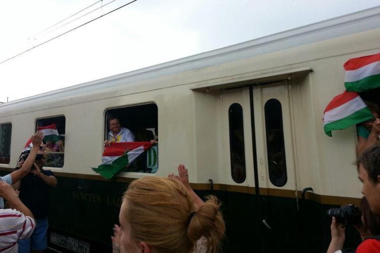Trenul cu maghiari întâmpinat în Gara Cluj cu onoruri. Destinația finală este Șumuleu Ciuc - FOTO