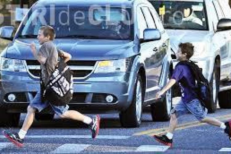 Minor lovit de mașină pe Dorobanților. A fugit în stradă
