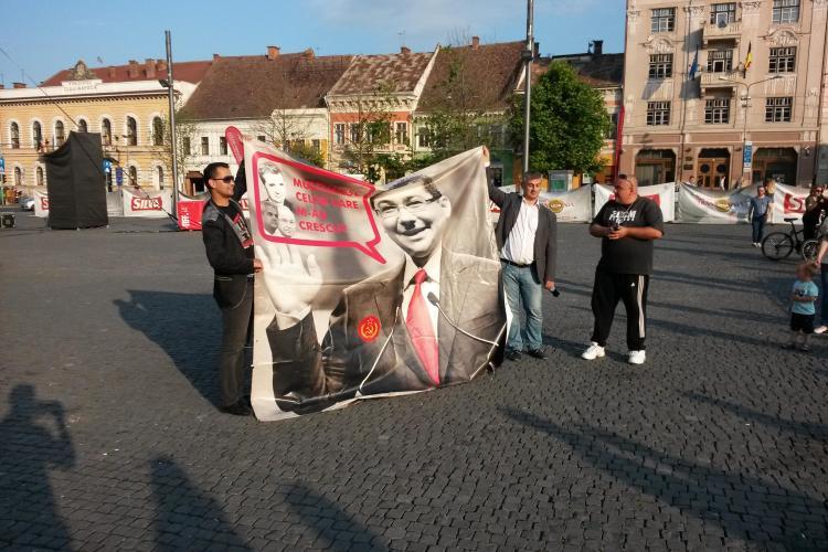 Protest ANEMIC Anti - Ponta la Cluj! S-au urcat cu bannerul pe scena TIFF. Silvia Dumitrescu și-a făcut poze - VIDEO