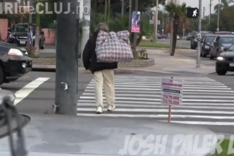 I-a dat unui cerșetor 100 de dolari și l-a urmarit să vadă ce face cu ei. Rezultatul e UIMITOR - VIDEO