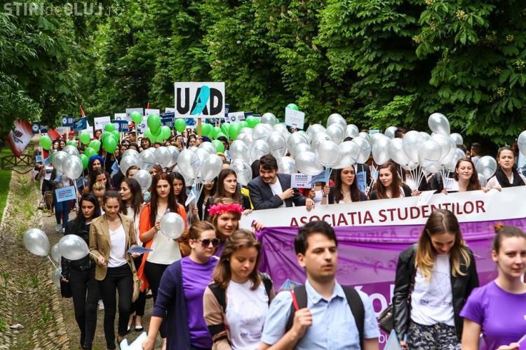 Paradă comună a universităților din Cluj! Studenții au deschis ZILELE CLUJULUI - FOTO