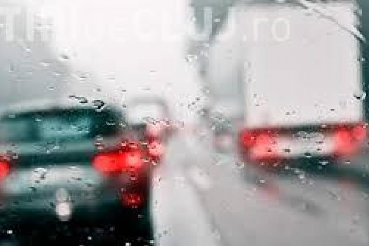 Vremea rea face victime la Cluj! Șoferul unei basculante a pierdut controlul asupra volanului și a cauzat un accident