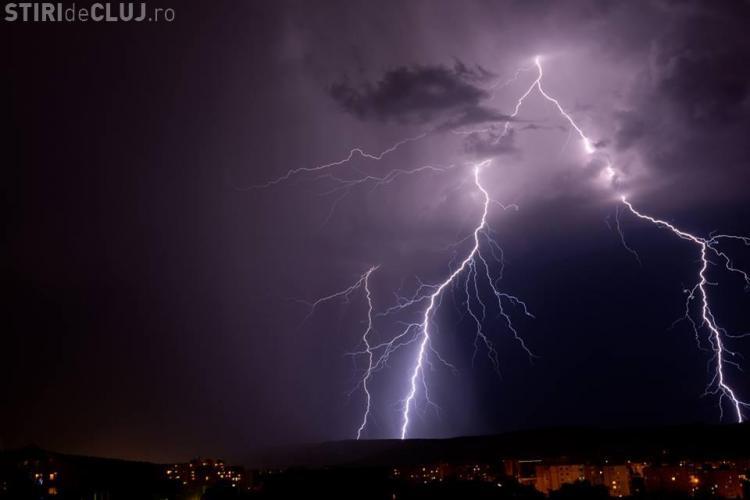 Fulgere SPECTACULOASE la Cluj! Furtuna de marți seara în imagini - FOTO