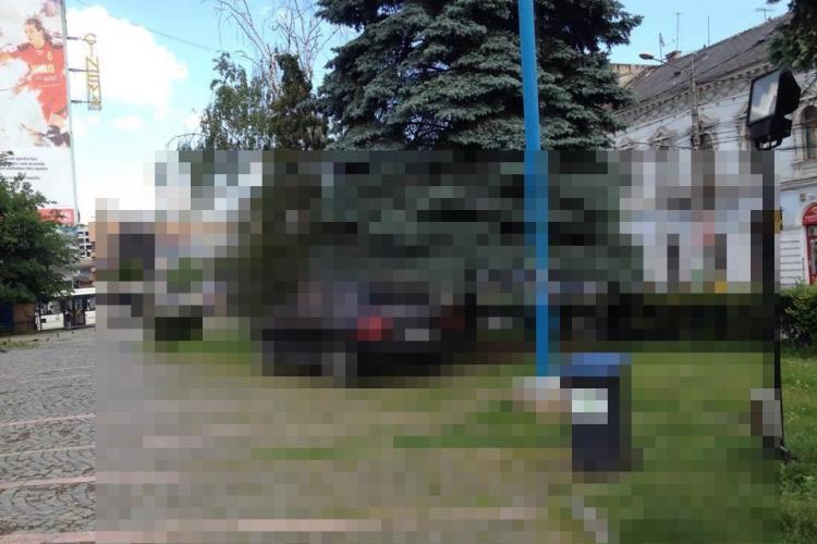 """Și-a parcat Porsche -ul la """"umbra"""" lui Mihai Viteazu. """"Bogătașul"""" are autorizație de la Primărie?"""