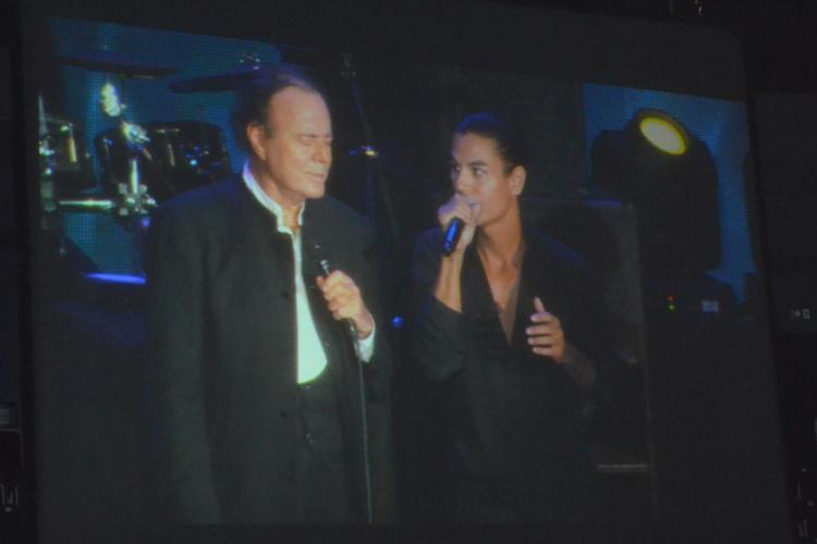 Julio Iglesias si fiul-  concert de senzatie la Cluj. Vezi cele mai emotionante momente VIDEO